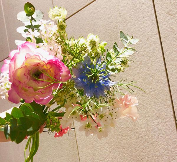 フラワーエスト 札幌すすきのの花屋 ノルベサ1階、当日配送可!