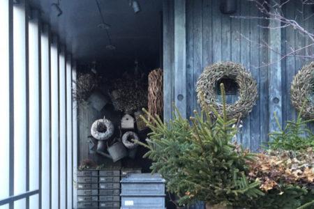 Hanayasu 花保 はなやす 札幌双子山の花屋 クリスマスリース、お店がかわいい